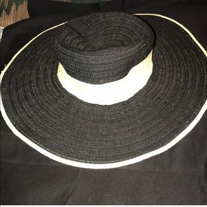 ABSOLUTELY GORGEOUS AUGUST T®️ SUN HAT BLACK&TAN
